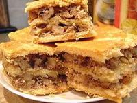 Пирог с изюмом и орехами