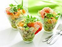 Салат с креветками, авокадо и апельсином